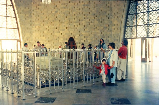 внутри мавзолея - гробница отца нации
