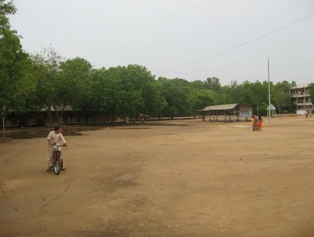 Площадка перед Т2