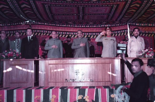 в президиуме президент и министры