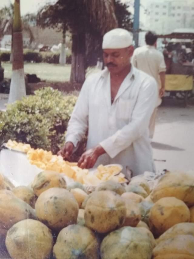 Продавец папайи в Карачи