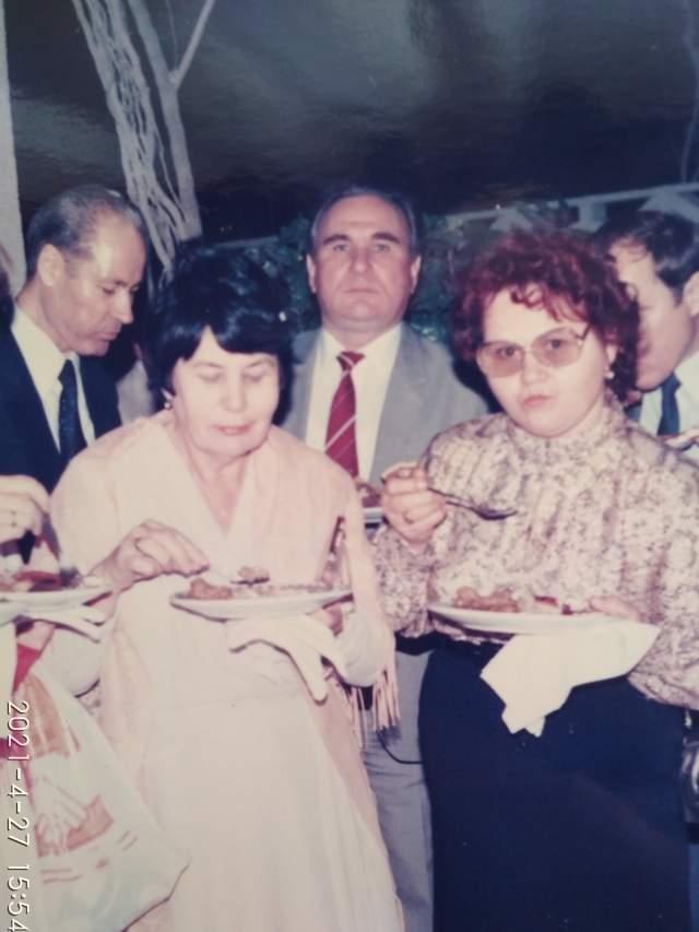 Гости с супругами... Г-н Пеленов на заднем плане