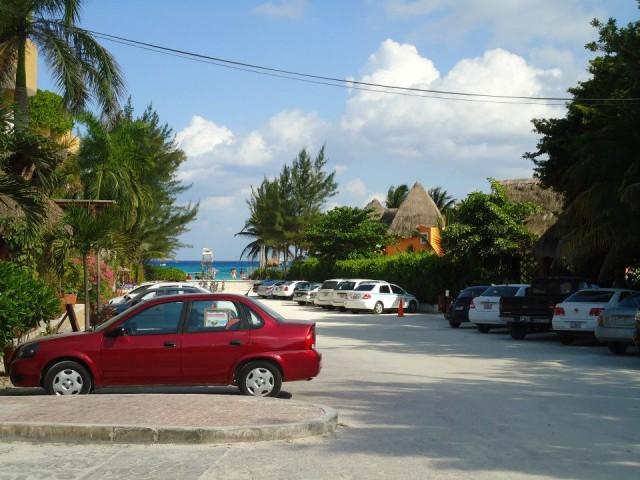 Вид на улицу - 100 метров до Карибского моря