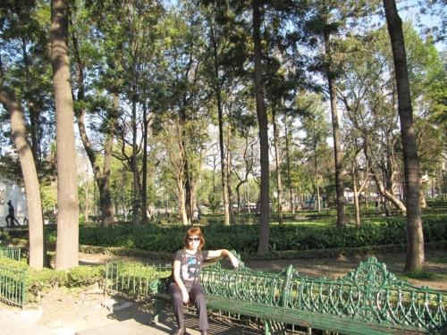 парк Аламедо,здесь в дневное время много торговцев, танцоров и пр. интересного