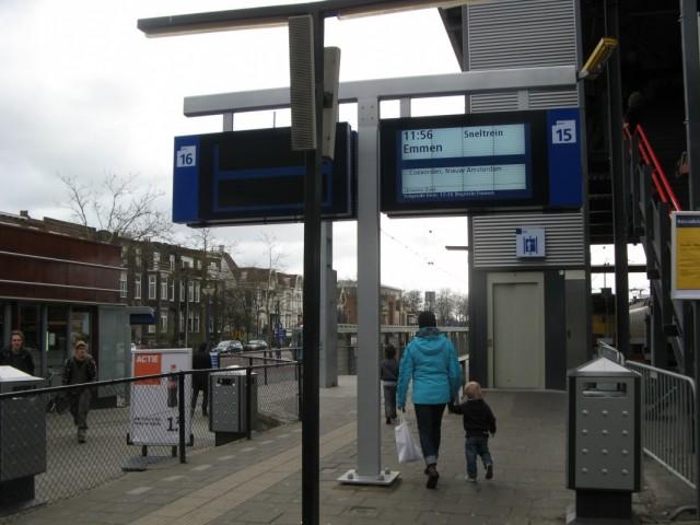 Пересадка на электричку до города Emmen в провинции Drenthe