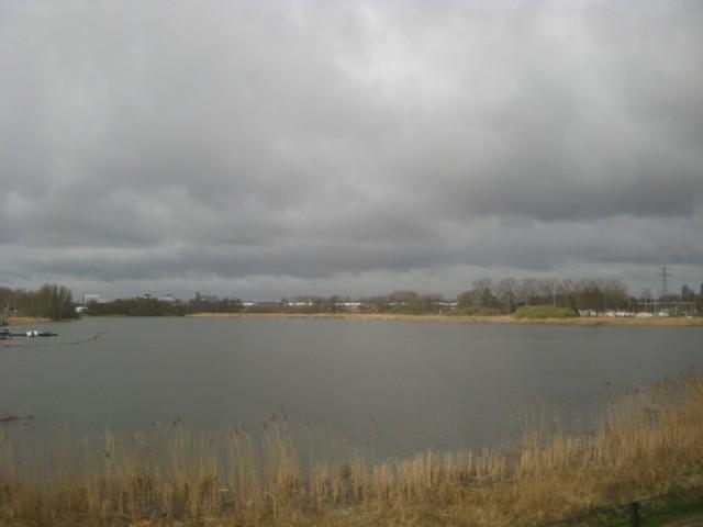 Воды там и правда много - каналы, озёра, пруды...