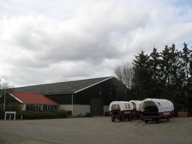 Рядом находится какой-то Rijmaaran - рекреационный и кемпинговый центр - http://www.rijmaaran.nl/