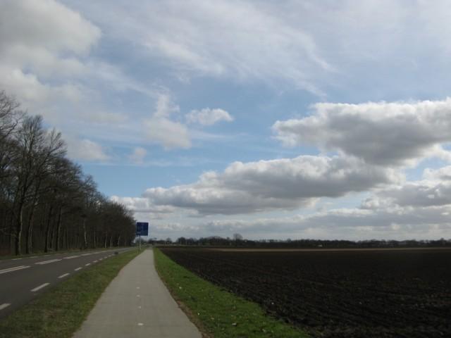 А воооооон там, за шоссе - Ноорд-Слеен... Мне туда...