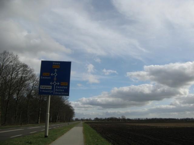 На подходе к трассе N 381, сразу за ней и чуть правее - Ноорд-Слеен