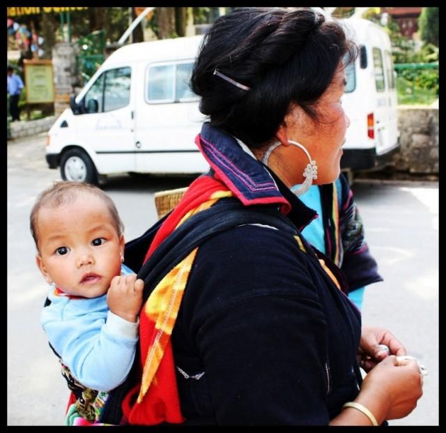 Малыш с мамой Северный Вьетнам