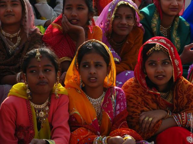 Девочки участницы Фестиваля верблюдов 2009