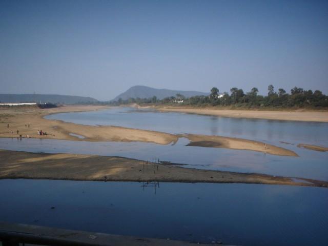 место слияния рек в сухой сезон