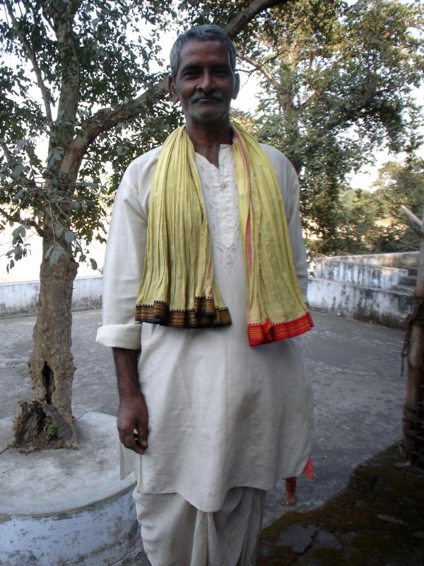 смотритель храмового комплекса и заодно наш гид за 100 рупий