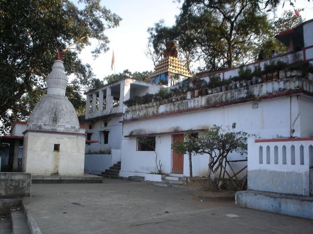 храмовый комплекс вокруг знаменитой пещеры Вед Вьяса