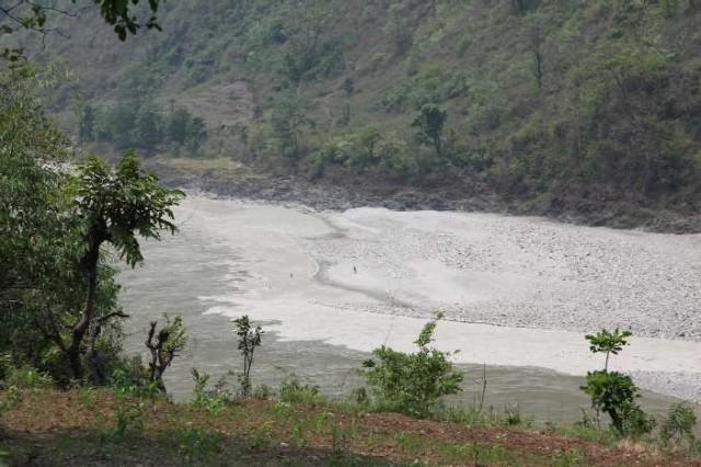 Место слияния Сети Нади и Трисули после речного цунами.