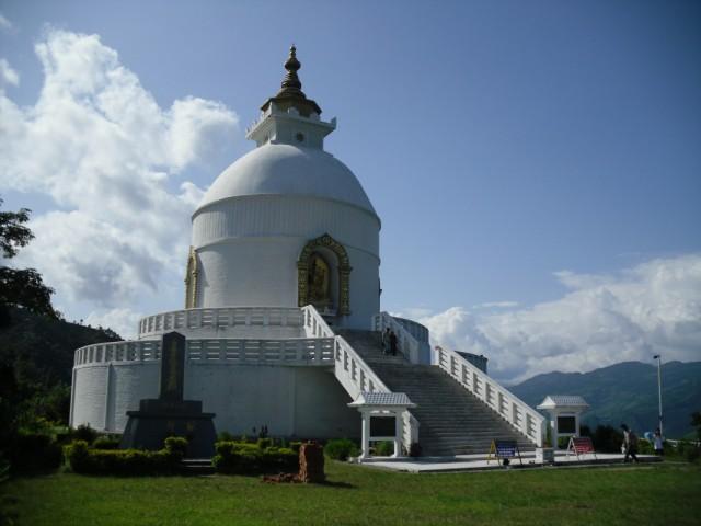 ступа мира близ Покхары