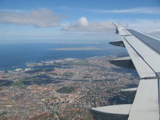 Копенгаген, Дания (передний план) - остров Saltholm - Мальмё (Malmö), Швеция (задний план)