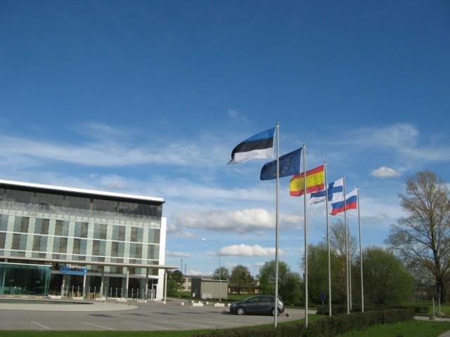 Российский флаг в эстонском небе