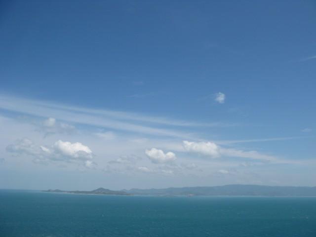Соседний остров Ко Самуи, в середине - районы Большой Будда и Бо Пхут