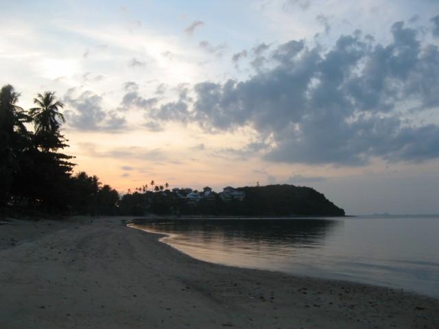 """Пляж Банг Рак aka """"Большой Будда"""". Вид на запад, на лесистый мысок. Закат профукан..."""