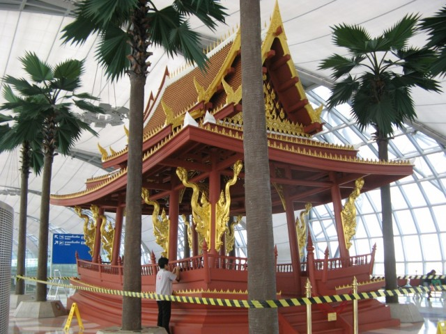 В аэропорту Суварнабхуми (Бангкок)