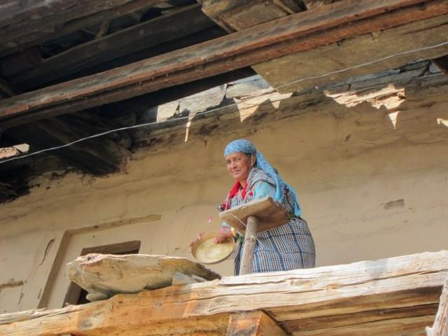 Женщина на балконе