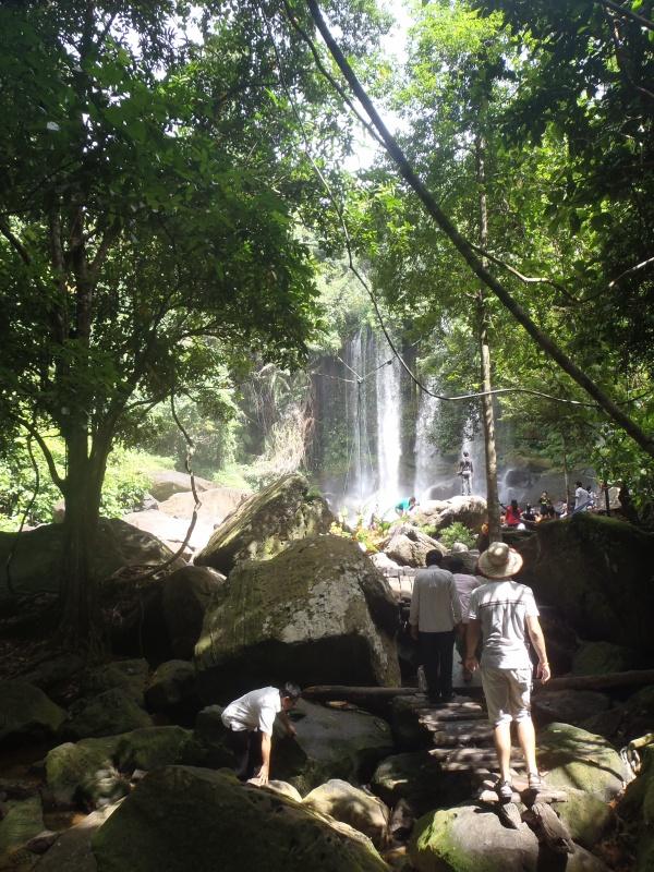 впереди водопад