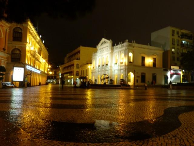 площадь Сенадо ночью