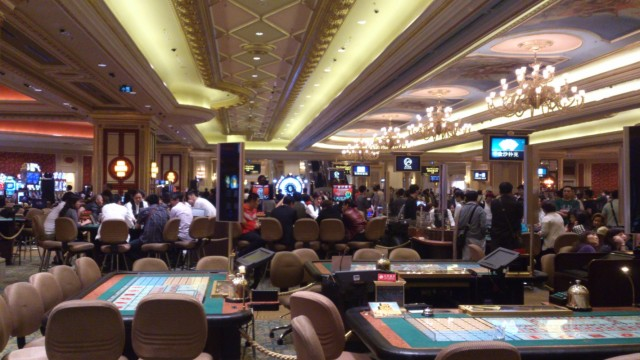 В зале казино