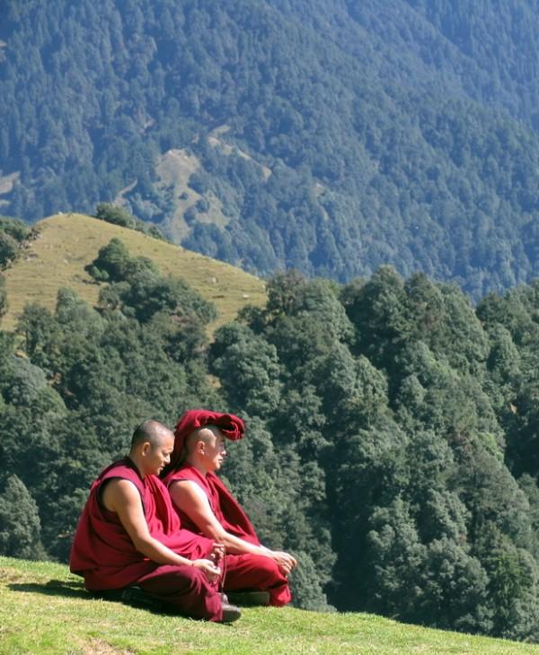 а когда нет нужного ветра, они сели на пригорок и начали медитировать. И ветер появился! :)