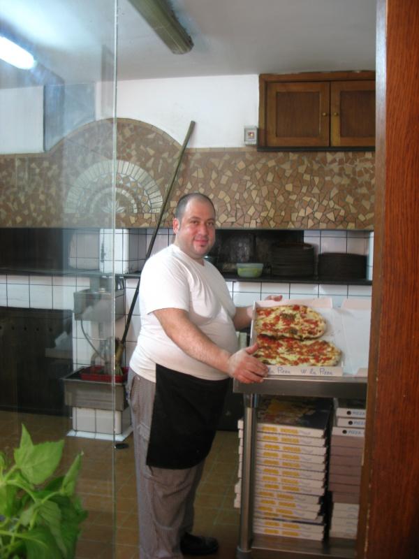 пиццерийщик за работой