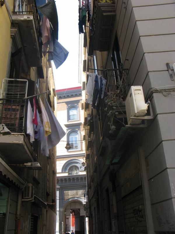 бельё на балконах, одна из достопримечательностей Неаполя