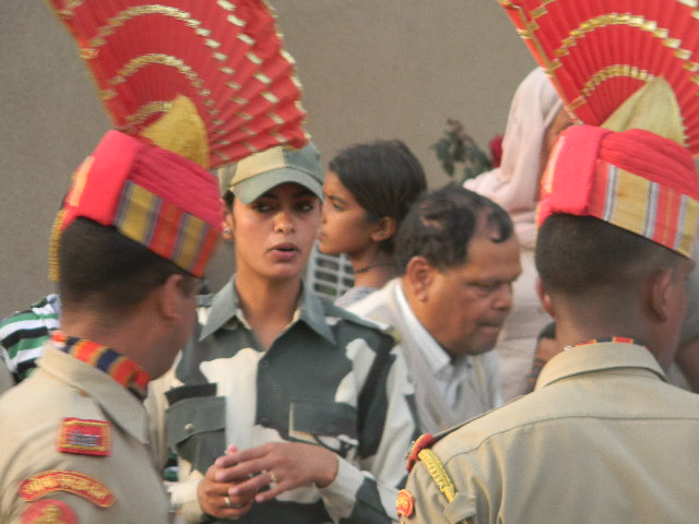 Одна из особо понравившихся мне  индийских пограничниц