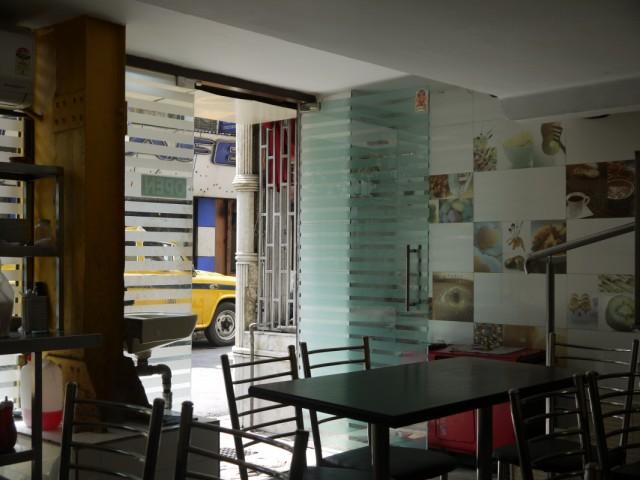 Неплохое кафе в центре Саддера на перекрестке, забыла название