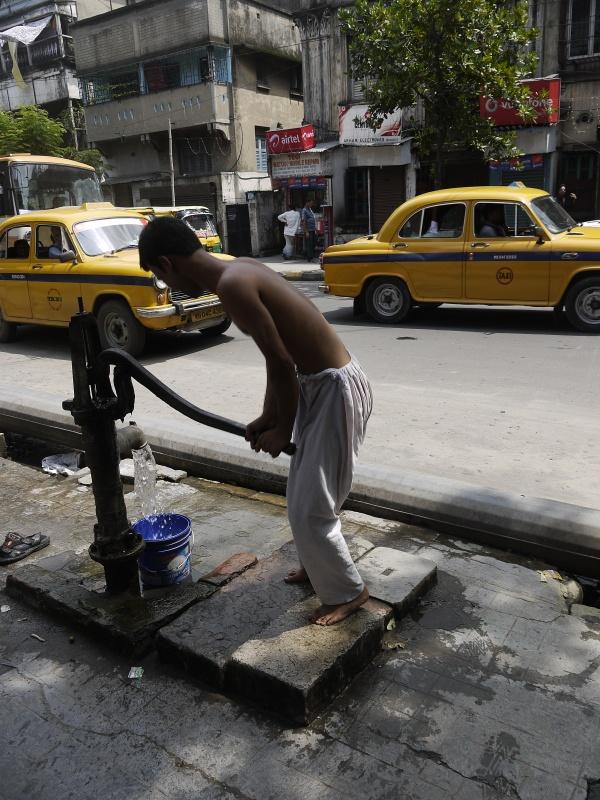 Амбассадор, улица Калькутты и веселый водонос