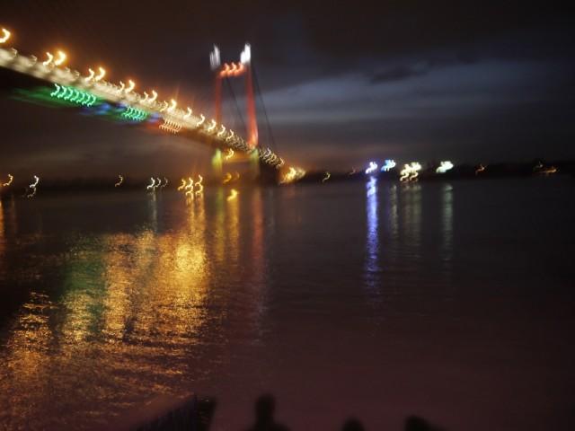Знаменитый мост вечером