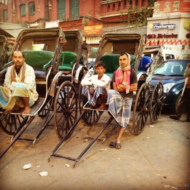 рикши. как-будто не 21 век совсем...