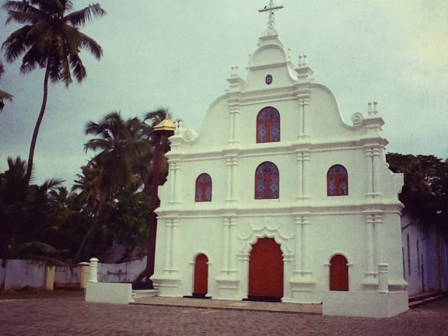 ну и конечно же, португальские церквушки. все одинаковые, но это не убавляет их обаяния.