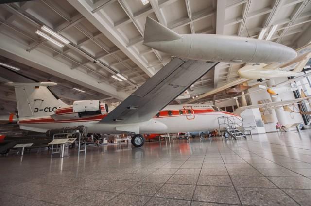 еще настоящие самолеты- в некоторые можно даже зайти и походить по них