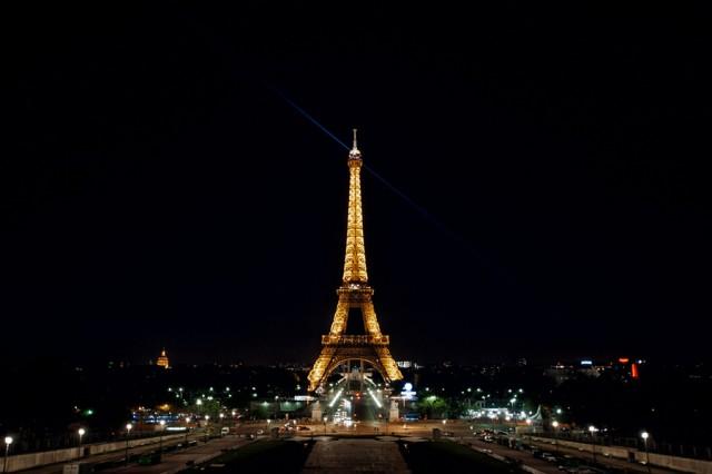 «ночная» Эйфелева башня