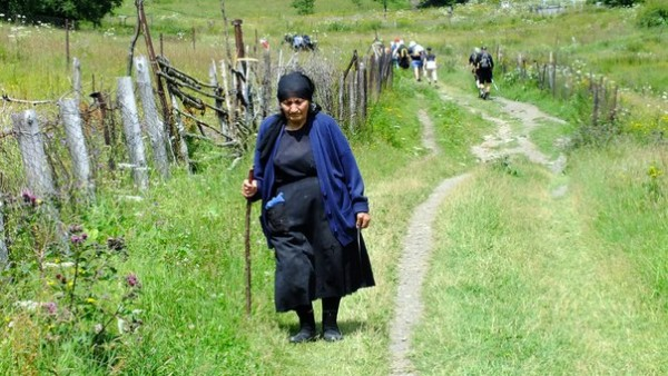 Путь к церкви. Казбеги