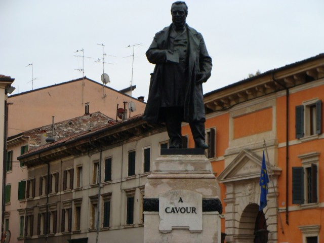 Дядька Кавур, в честь которого обозвали улицу и гостиницу в Вероне.