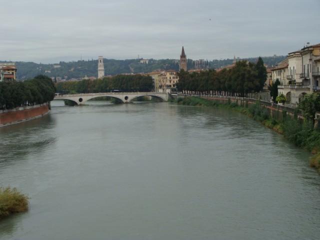 Вид с дворцового моста на реку