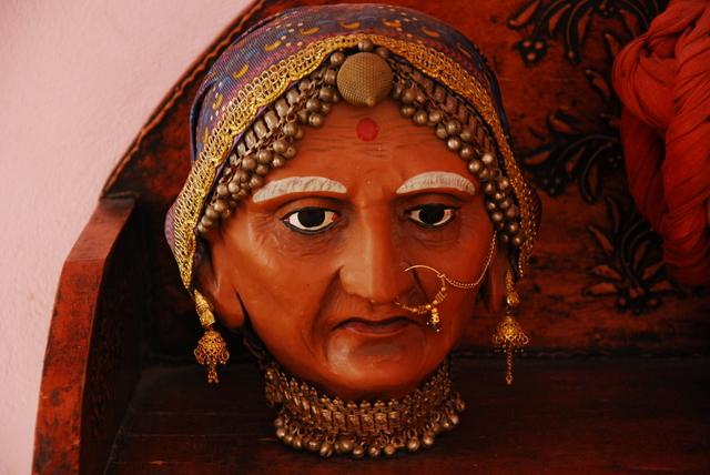 Голова женщины в отеле