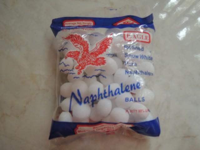 Нафталиновые шарики.
