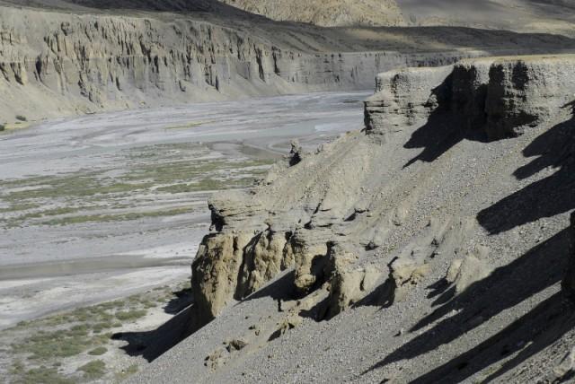 Та самая река с красивыми образованиями из песка и камня