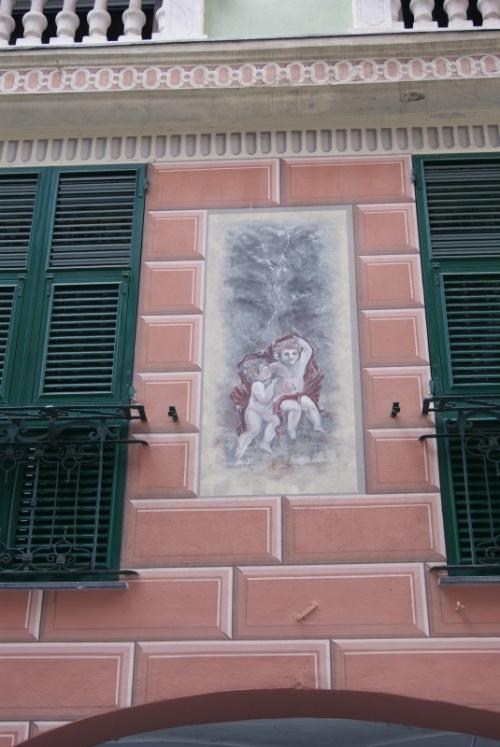 Фреска на стене жилого дома