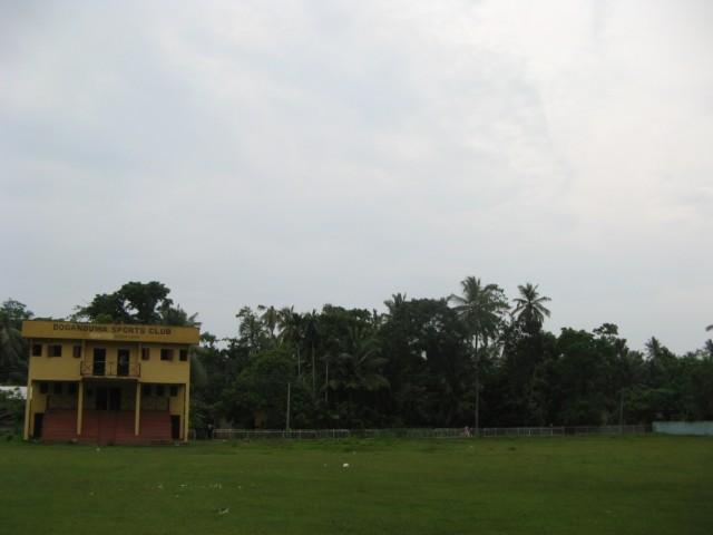 Додандувский стадион с мимозовым полем