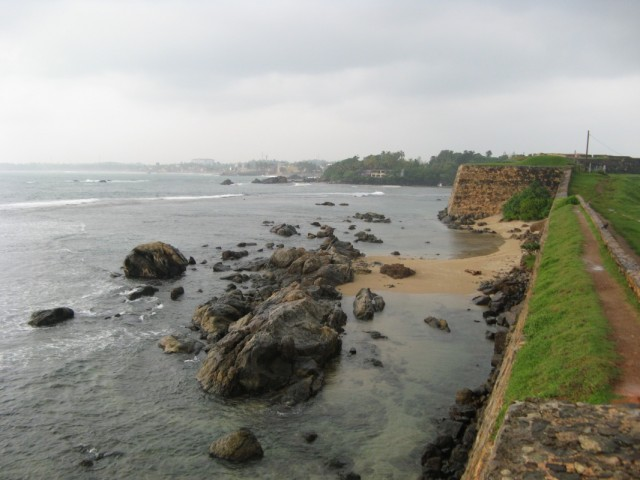 Вид со стен форта в сторону Углового Бастиона (оригинальное название у него другое - Star Bastion))