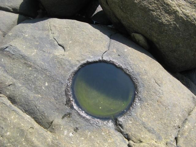 Неведомая Круглая Дырка - диаметром сантиметров  30-40