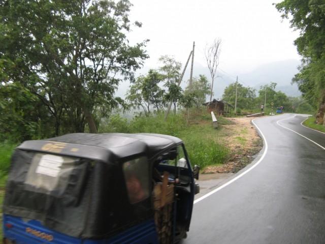 Мокрая горная дорога